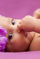 かわいい赤ちゃんの写真撮影4K iPhone8壁紙