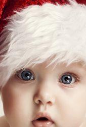 サンタクロースの帽子でかわいい赤ちゃん