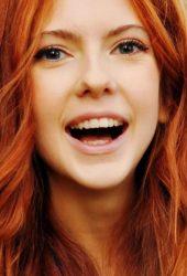 笑い赤い女の子iPhoneX壁紙