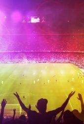 陽気なサッカーファンiPhone8壁紙