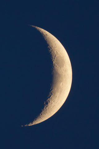 クレセントムーン天体写真iPhone 7 Plus壁紙