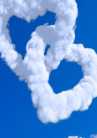 ハート型の雲ブルースカイiPhone 7壁紙