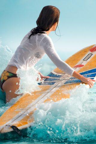 女性水湿ったサーフィンiPhone5壁紙