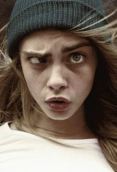 おかしい女の子の帽子iPhone 8 Plus壁紙
