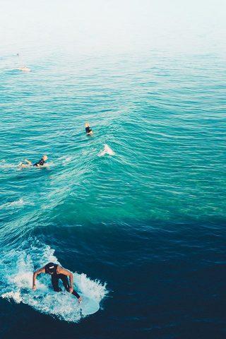 サーフ、穏やかな海の波を練習iPhone7壁紙