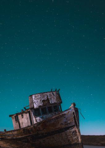 幽霊船iPhone8Plus壁紙