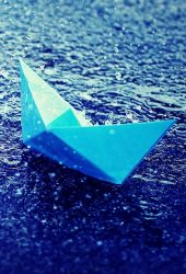 雨の中で青い紙のボートiPhone7壁紙