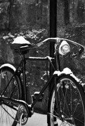 レトロ自転車の雪iPhone6壁紙