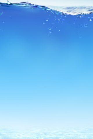 青い水の下でiPhone 8 Plus/Android壁紙