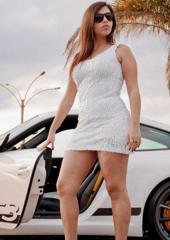 クールな女の子と車 無料壁紙