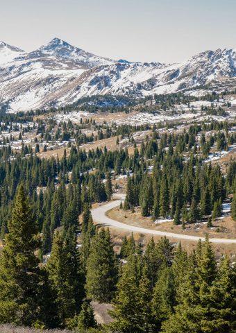 山への道のiPhone 8 Plus壁紙