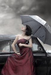 傘と車を持つ少女のスマホ壁紙